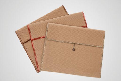 Το χρώμα της πλεκτής μπορντούρας στη θήκη ενδέχεται να διαφέρεια ανάλογα με την τσάντα